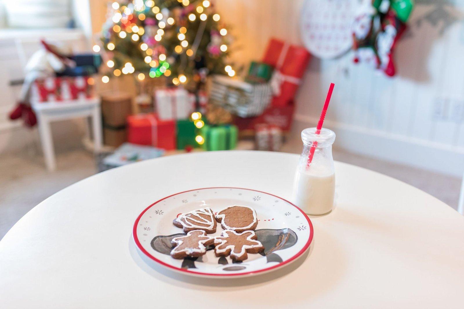 Santa gingerbread cookies and milk