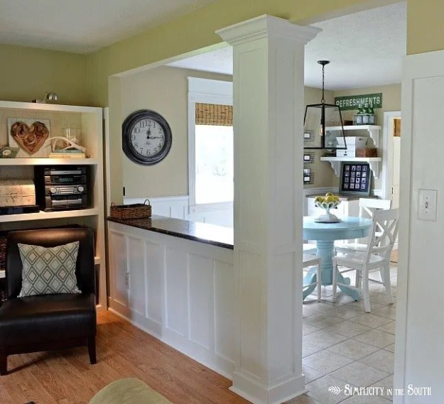 Living room opened up to eat in kitchen