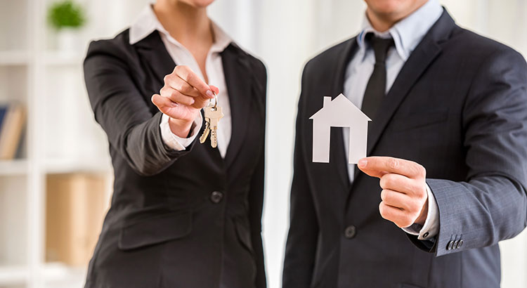5 Reasons to Hire a Real Estate Professional When Buying & Selling!   Simplifying The Market