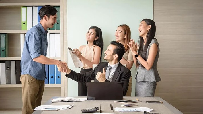Top 16 Qualities of a Good Manager and a Leader [You Must have in 2021]