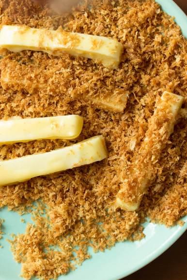 crispy-oven-baked-mozzarella-sticks-06