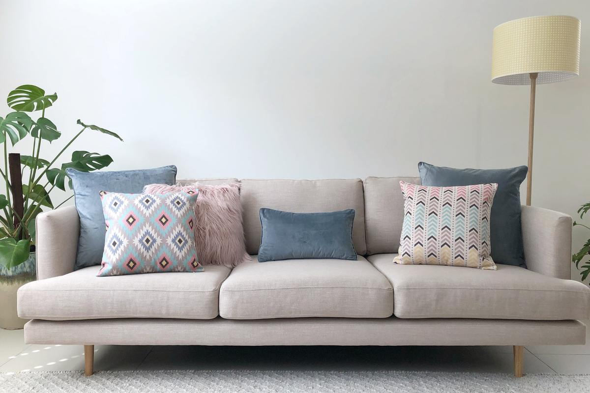 how to decorate with scatter cushions