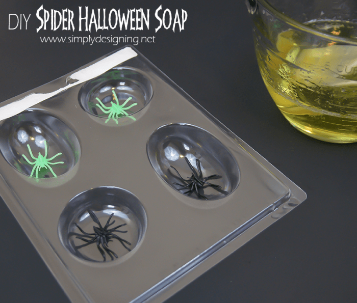 DIY Spider Soap | #halloween #crafts #soap #fall