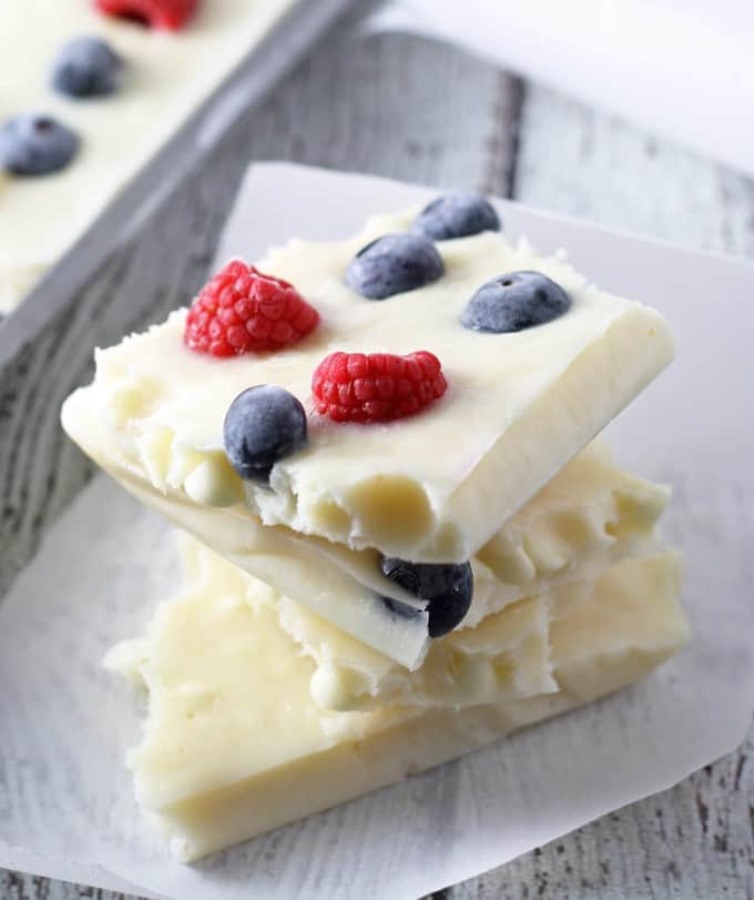 red-white-blue-frozen-yogurt-bark-3-680x811