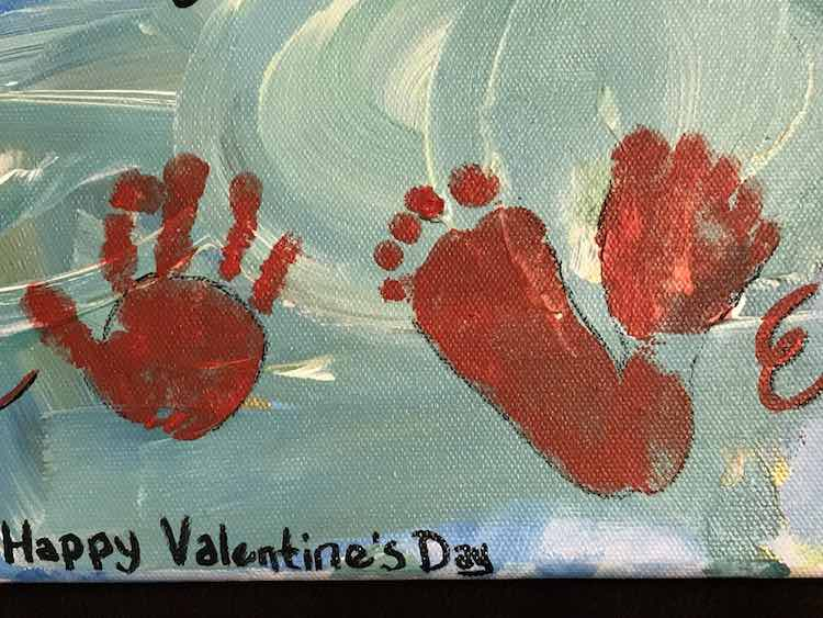 """Add the handprint """"O"""" and the two footprints """"V""""."""