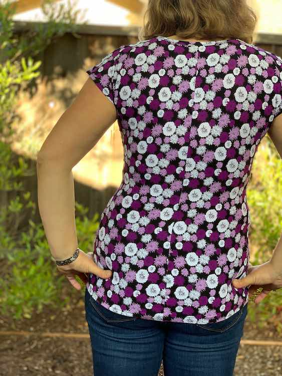 Back view of the fitted top show the vertical seam down the center.