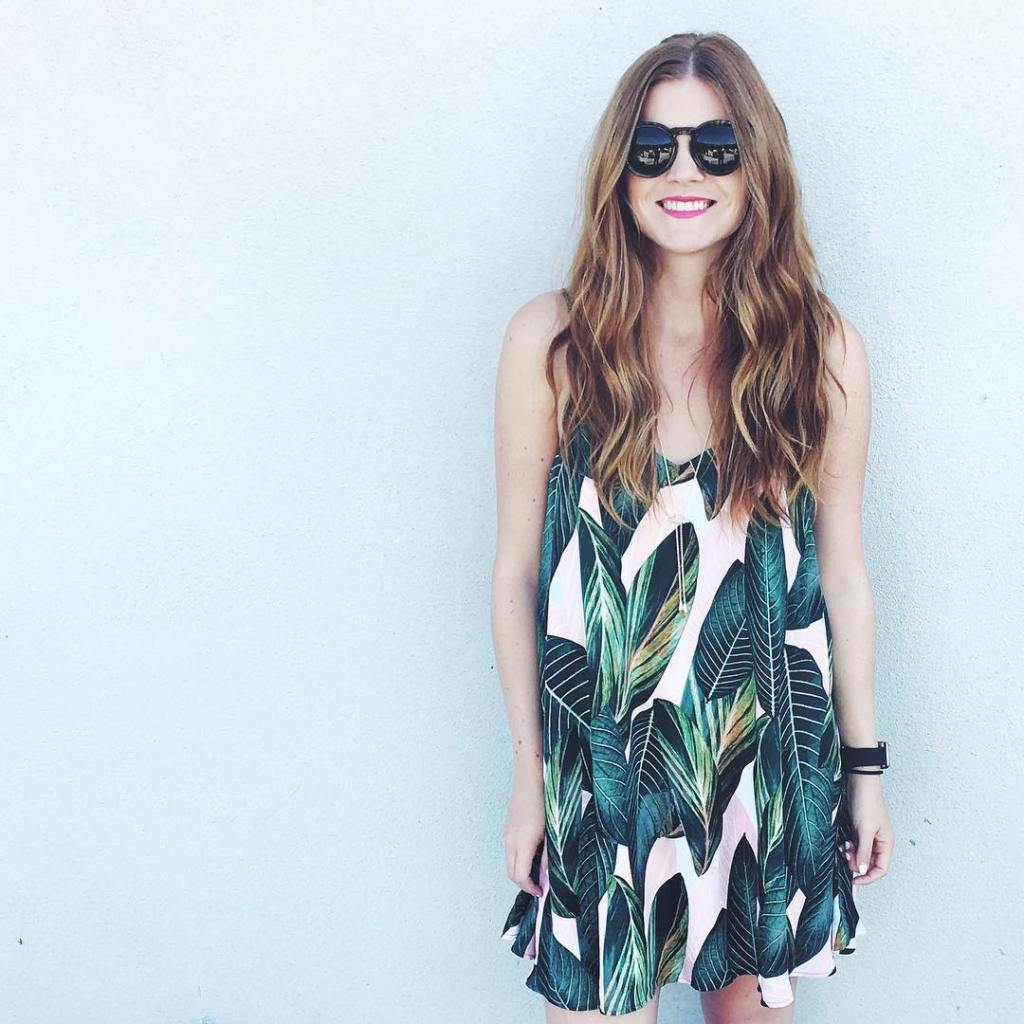 I love wearing fun tropical prints like this one duringhellip