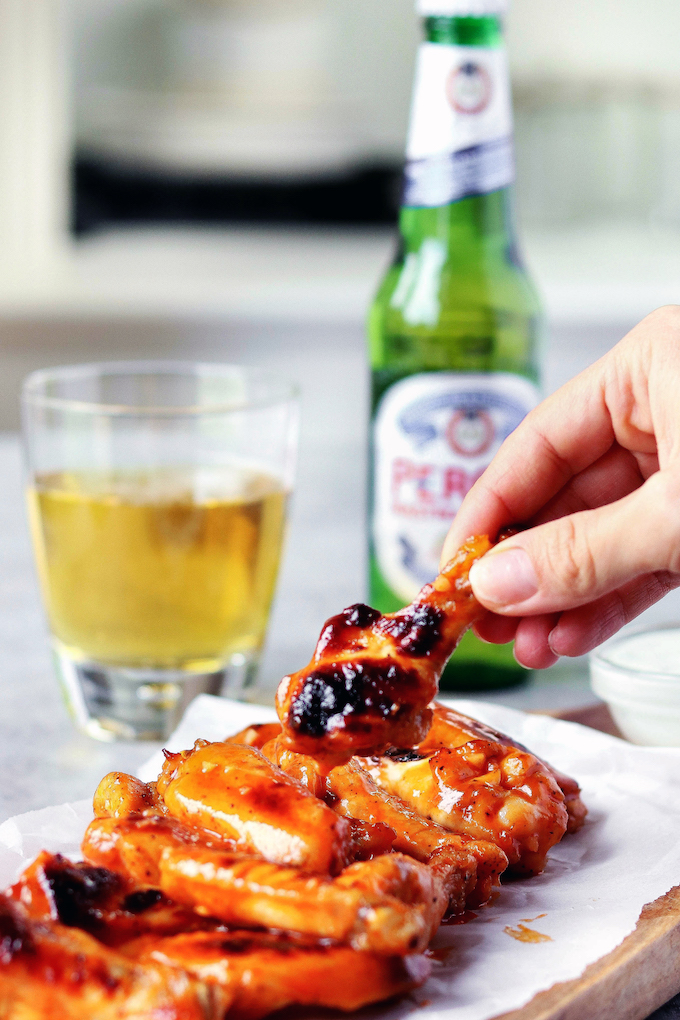 These easy to make Whole Food Hot Wings are crispy without being fried. Just 6ingredients and 5 minutes prep time required. Perfect for game day, an appetizer or aquick and simple dinner!