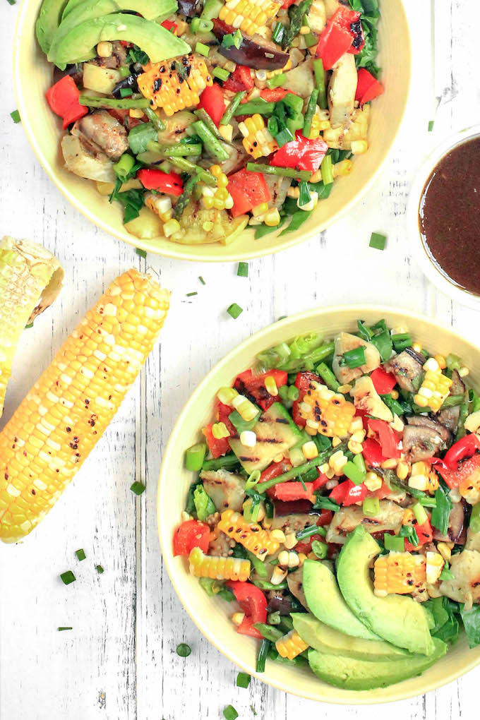 An amazing, light summer dish inspired by California Pizza Kitchen: 30-minute Grilled Veggie Salad with Balsamic-Dijon Dressing! #vegan #makeahead #copycat