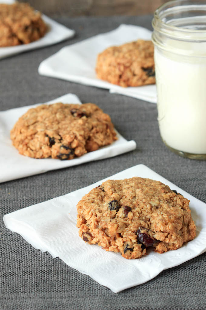 Freezer Friendly Breakfast Cookies are simple to make, requiring only 1 bowl and 10 ingredients. Vegan, gluten-free, perfectly sweet and chewy, and the perfect snack or on-the-go-breakfast. #BRMOats #Ad @bobsredmill