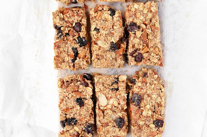 Chewy Carrot Cake Granola Bars with crunchy pecans, toasted oats, coconut and cranberries. 8 ingredients, naturally sweetened and so delicious!