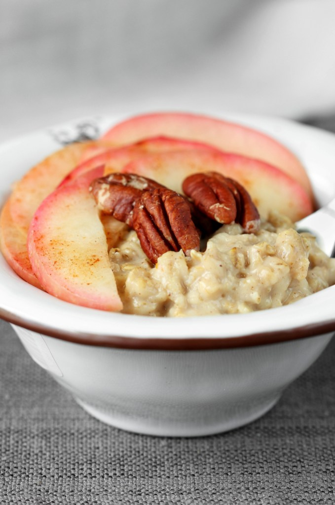 Simple, 20-minute, 7-ingredient Spiced Apple Pie Oatmeal is infused with pumpkin, cinnamon, coconut sugar, and a baked apple pecan topping!
