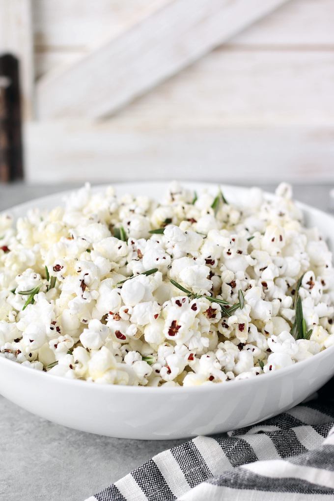 Rosemary Parmesan Popcorn simple to make, requiring just 5 ingredients and about 10 minutes cooking time. Perfect for movie night, game day or everyday snacking.