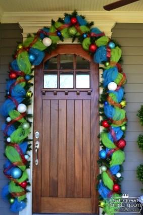 ChristmasDoorGarland14