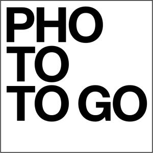 Photo to go in schwarzen Buchstaben auf weissem Hintergrund