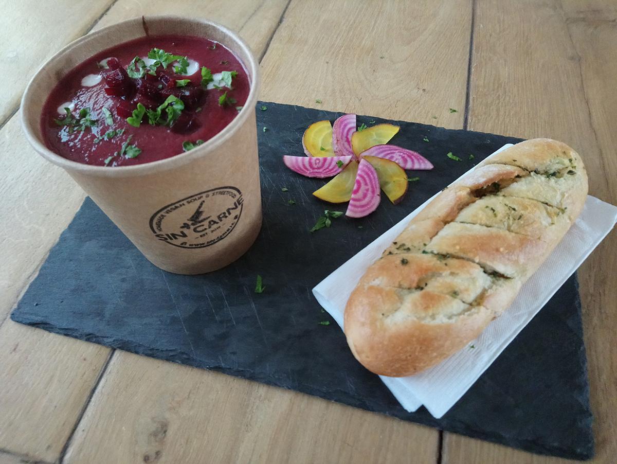 Vegan rode bieten soep sin carne
