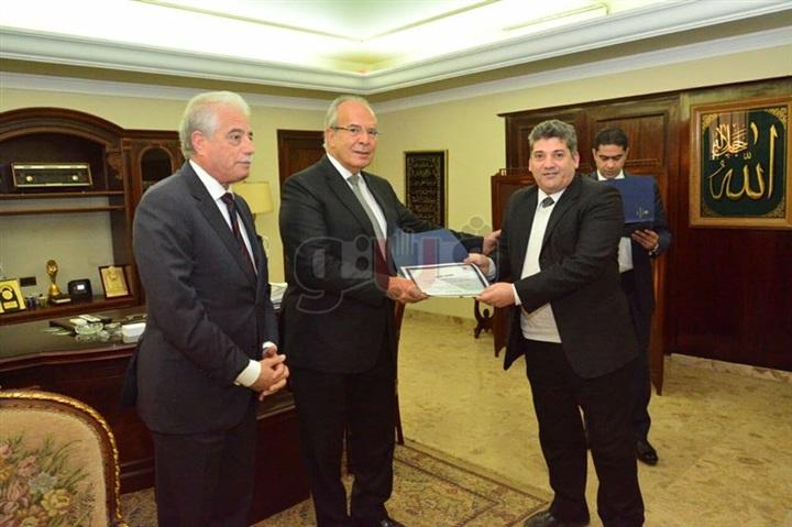 وزير التنمية المحلية يكرم 4 من قيادات محافظة جنوب سيناء