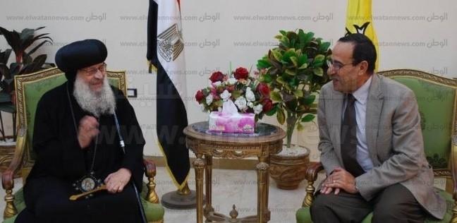 محافظ شمال سيناء يلتقي وفد مطرانية المحافظة برئاسة الأنبا قزمان