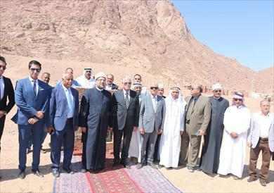 وزير الأوقاف ومحافظ جنوب سيناء يضعان حجر أساس مسجد «التجلي» بسانت كاترين