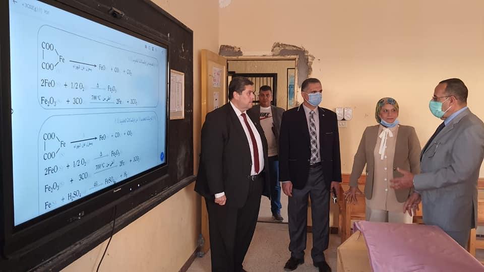 شوشة:يتابع العملية التعليمية بمدرسة الشهيد محمد الكاشف الثانوية بنين بالمساعيد