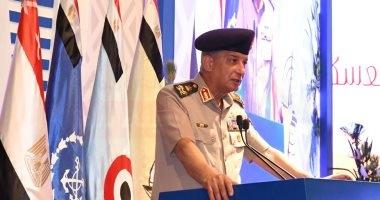 وزير الدفاع يشهد مناقشة البحث الرئيسى لإدارة الشئون المعنوية للقوات المسلحة