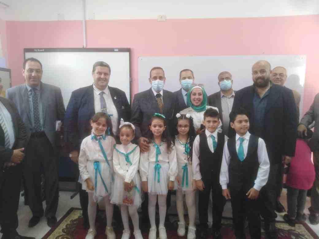 بالصور.. محافظ شمال سيناء يتفقد مدارس العريش