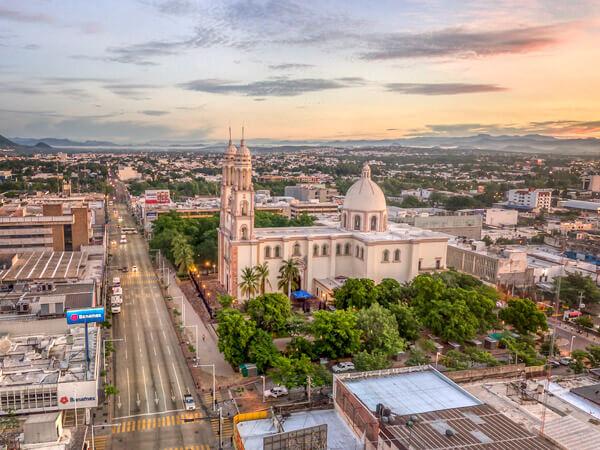 Catedral de Culiacán en Obregón y Angel Flores