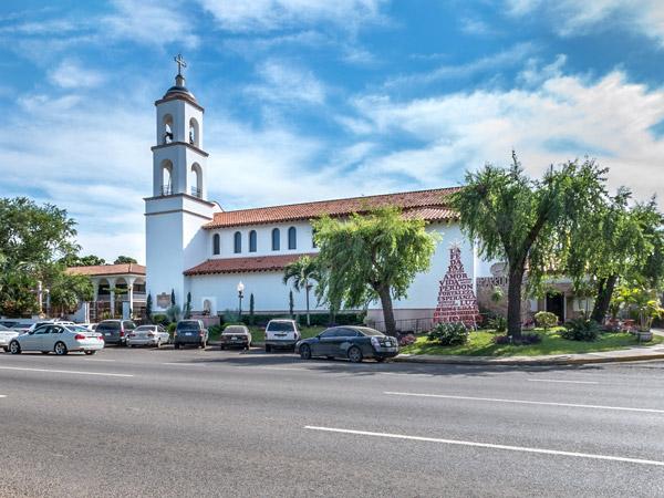 Exterior de la Parroquia Santa Inés