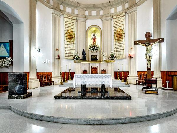 Altar principal de la Parroquia del Sagrado Corazón de Jesús