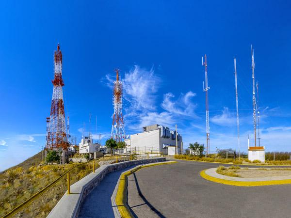 Antenas de las televisoras en el Cerro de la Memoria