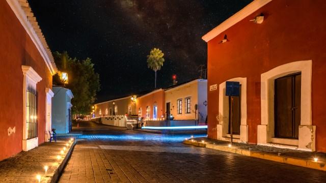 Calles de Cosalá iluminadas con velas