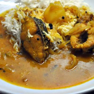 Rui Maacher Jhol – Bengali Style Rohu Fish Curry