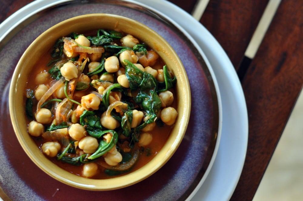Garlic Chickpeas & Spinach Curry