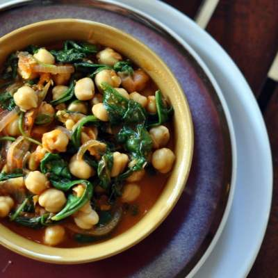 Garlic Chickpeas & Spinach Curry