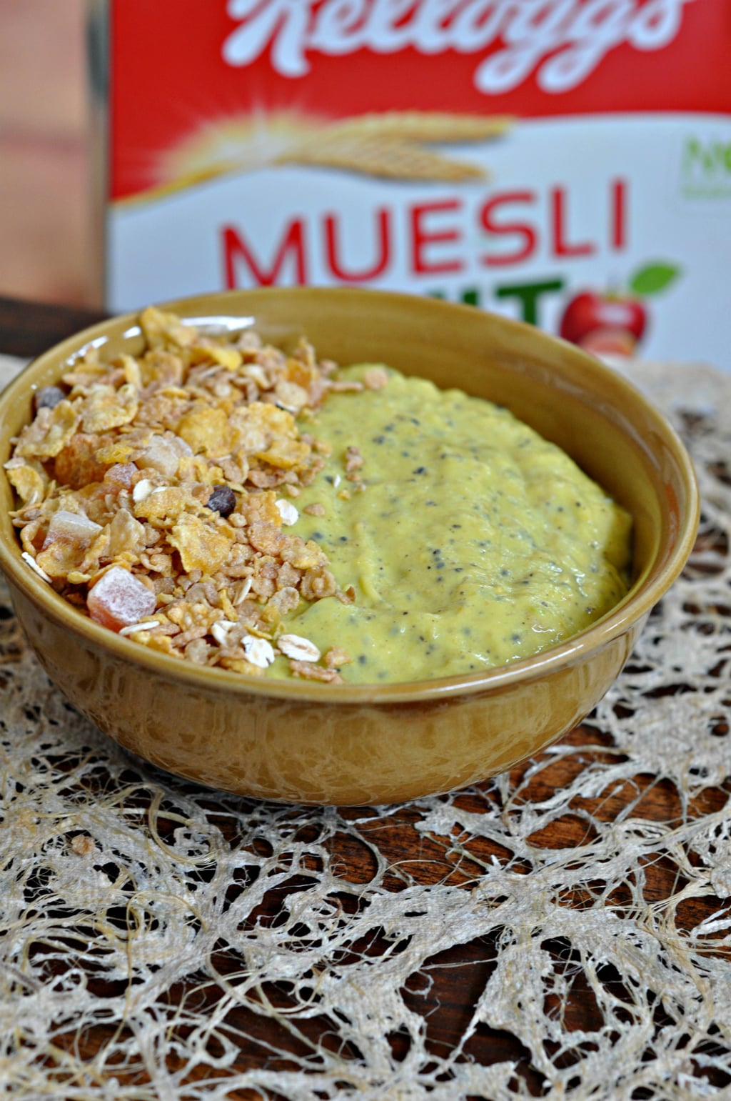Muesli Avocado & Mango Smoothie Bowl