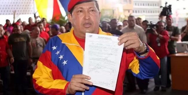 Hugo Chavez oficializa su candidatura a la presidencia