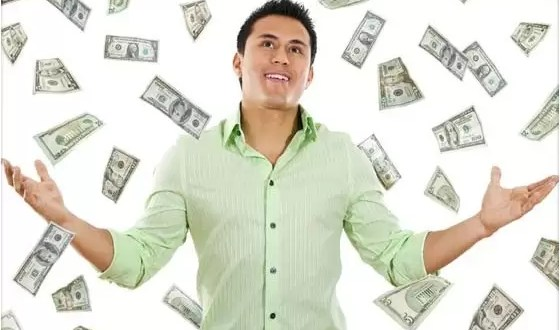 ¿Qué hace feliz, el dinero o los halagos?