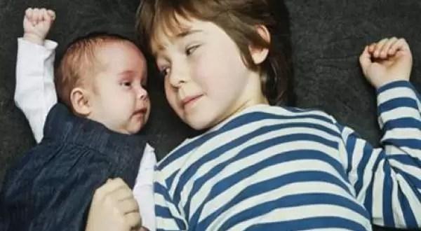 Hermanos son gemelos pero de distintas edades