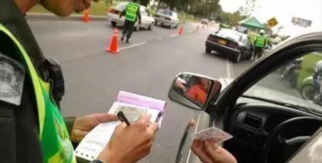 Rechazó una multa de tránsito y agredió al inspector