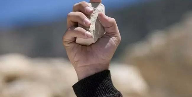 Matan a piedrazos a pareja por convivir sin casarse
