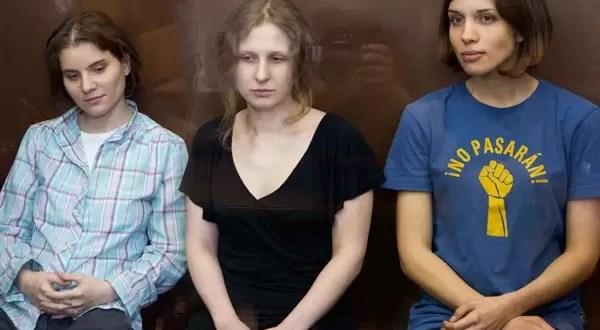 Condenan a dos años de cárcel a las Pussy Riot por cantar contra Putin