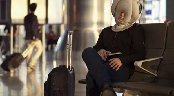 Video: Conoce la almohada que te hará dormir en los lugares más incómodos