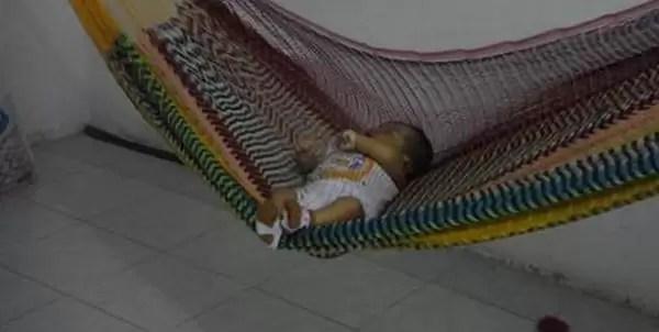 Se acostó borracha con su bebé, lo aplastó y lo mató