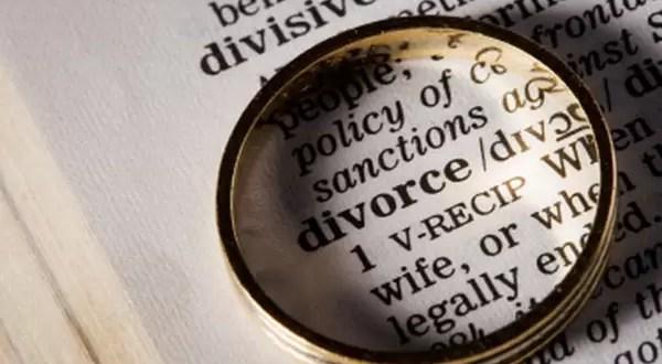 Matrimonios que reparten tareas del hogar con más riesgo de divorcio