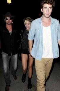Miley Cyrus muestra todo frente a Liam Hemsworth - Fotos
