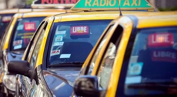 Cumplen el sueño al taxista que devolvió los $85 mil