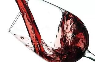 Beber vino tinto sin alcohol reduce la hipertensión
