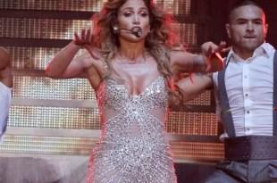 Jennifer López muestra de más en un recital - Fotos