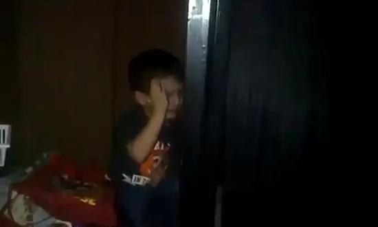 Viudeo: Niño rompe en llanto ante la victoria de Hugo Chávez