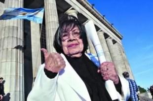 Abuela de 84 años se recibió de abogada